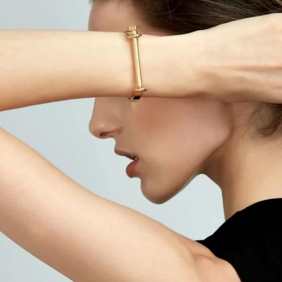 Simply Mahari Jewelry - Women's Gold Tone Shackle Bracelet